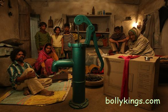 peepli live Movie Review: Peepli [Live]   A no preachy, hard hitting satire