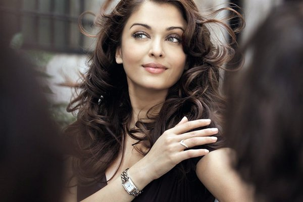 Aishwariya rai Aishwarya Rai: Poise, Style and Immense Talent in one Gorgeous Package