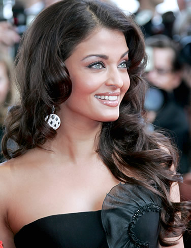 aishwarya Aishwarya Rai: Poise, Style and Immense Talent in one Gorgeous Package