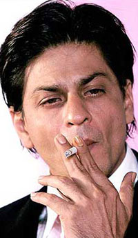srk smoking Smoking in Films – Should it be Allowed?