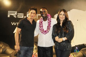 srk akon and kareena2 300x199 Bollywood Music Gets an International Touch